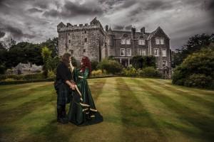 comlogon cast;e medieval wedding