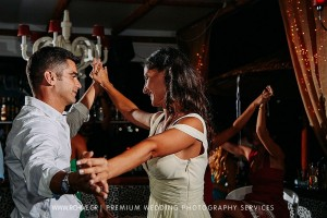 wedding photographer party folie sifnos